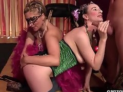 GanzGeil.com Bi German swinger milfs fucks their male slave