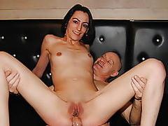 savana test anal avec un vieux pervers