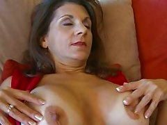 milf shows her pussy